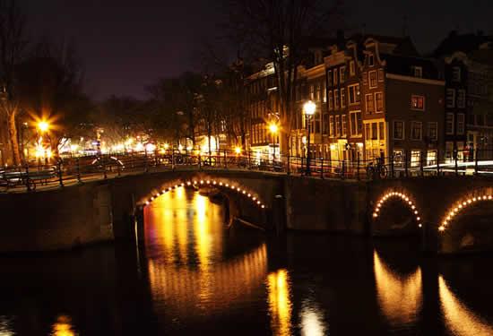 malam di jembatan