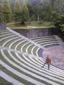 Narsis di Amphitheater, Bukit Doa