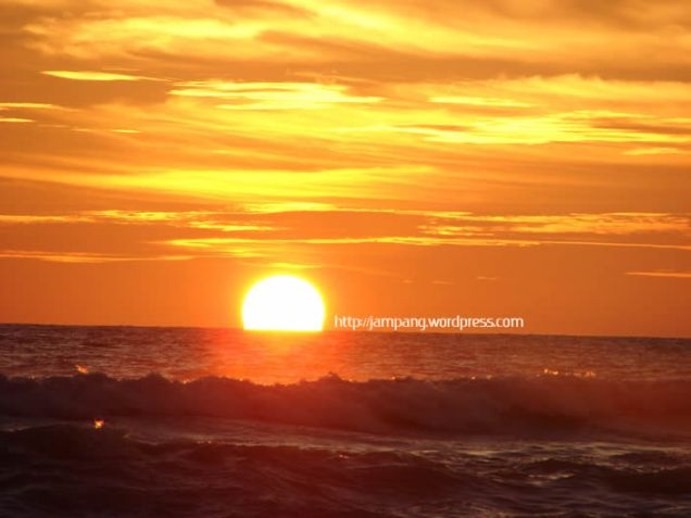 matahari terbenam  di meulaboh