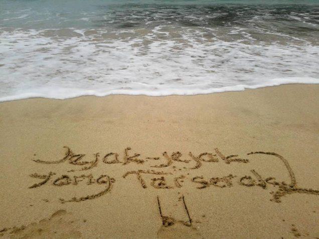 Jejak-jejak yang Terserak di Pantai Lampuuk, Banda Aceh