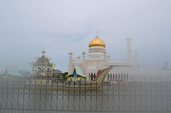 masjid berkabut