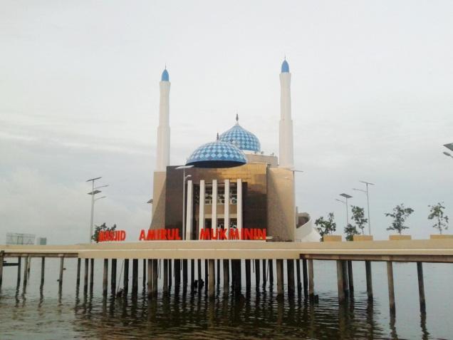 masjid amirul mukminin, makassar