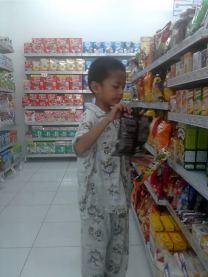 syaikhan belanja di mini market 02