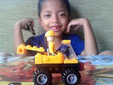 Syaikhan Merakit Lego