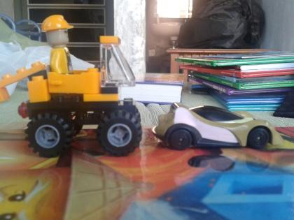 Mobil Lego dan Mobil Ben 10