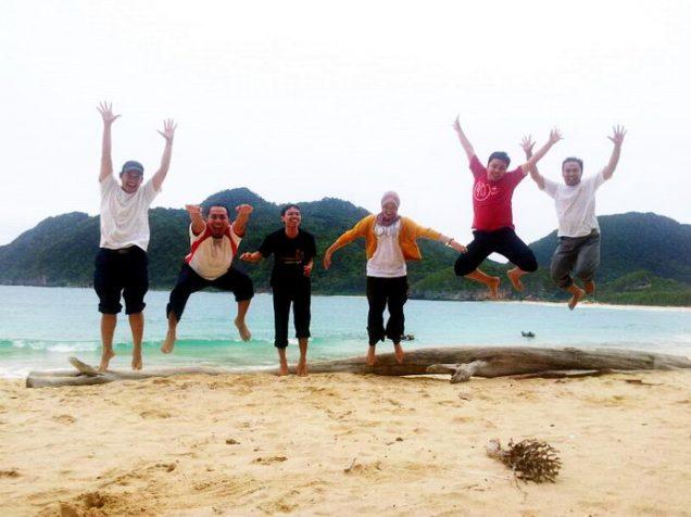 Melompat Lebih Tinggi di Pantai Lampuuk Banda Aceh