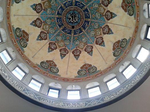 Di dalam kubah masjid