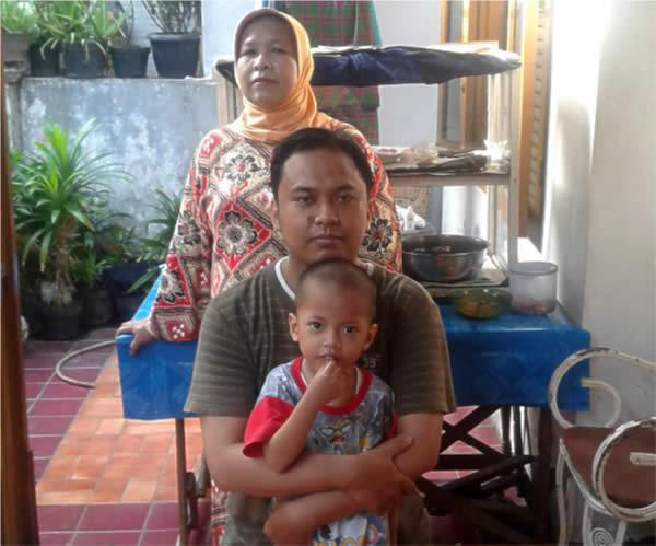 Sebelum Mandi, Foto Bareng Ibu