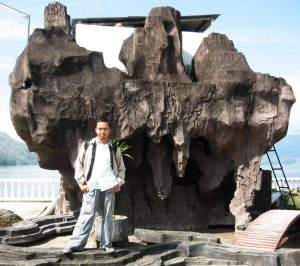 Pose Sebelum Menyeberang ke Pulau Samosir