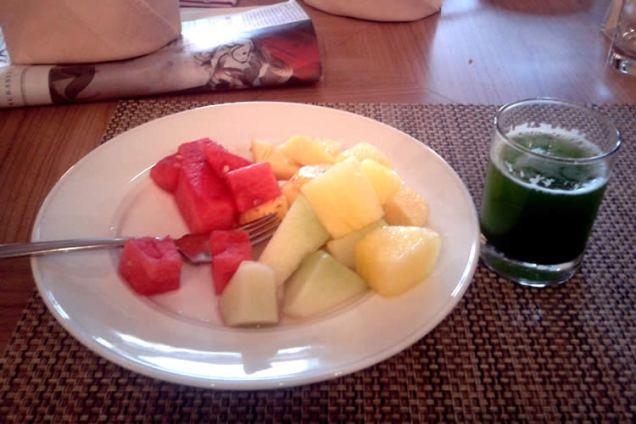 fruits and pakcoy juice