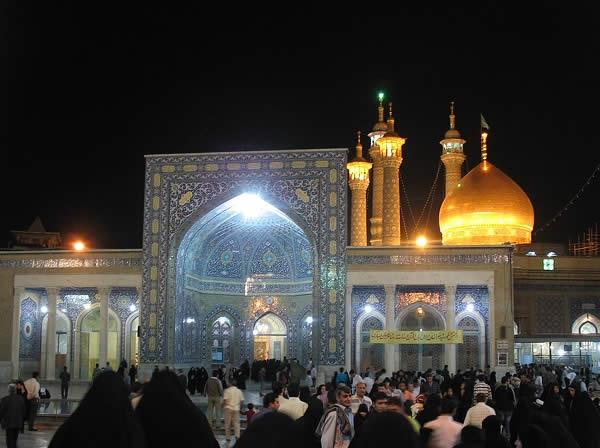 berbondong-bondong ke masjid
